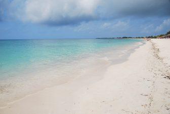 誰もいないキューバ南部のアンコン・ビーチ