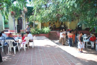 people dancing at the courtyard in Trinidad in Cuba