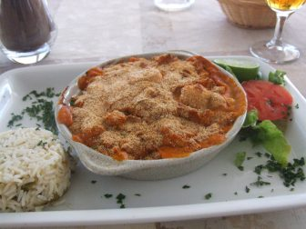 comida-deliciosa-playa-mariscos-Calvi-Córcega-Francia
