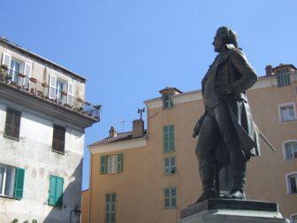 コルテにあるパオリ像