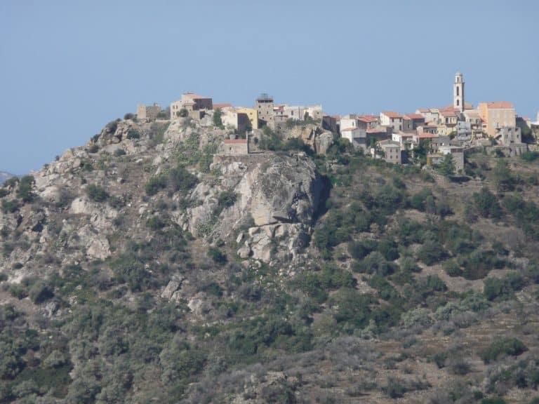Visitando sola los pueblo de la Balagne en Córcega, Francia