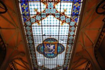 ポルトのレロ書店のステンドグラスの天井