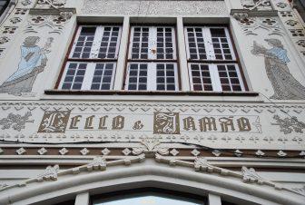 ポルトのレロ書店の外装のディテール