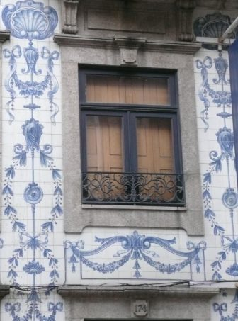 close up of a house in Oporto with lovely tiles