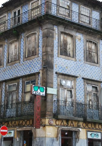 the old tiled house in Oporto