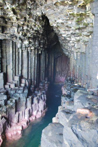 Fingal's Cave a Staffa vicino a isola di Mull
