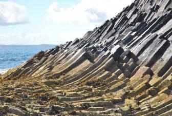 Un panorama misterioso sull'isola di Staffa