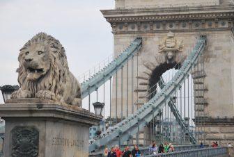puente-Cadenas-Leones-Pest-Budapest-Hungría