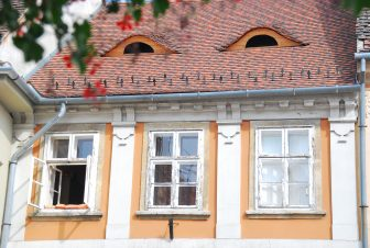 ブダ側の家の屋根に目