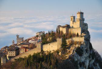 San-Marino-Castillo-de-Guaita-gira