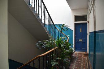 escaleras-apartamento-airbnb-Edimburgo-Escocia
