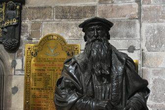 セント・ジャイルズ大聖堂内にあるジョン・ノックスの像