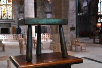 セント・ジャイルズ大聖堂内にあるジェニー・ゲッデスのスツール像