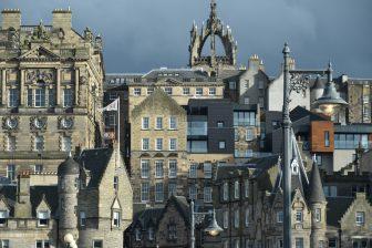 La parte vecchia di Edimburgo vista dalla parte nuova