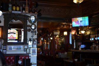 interno del Whiski Bar di Edimburgo