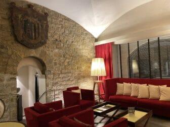 the reception area of Hotel degli Orafi